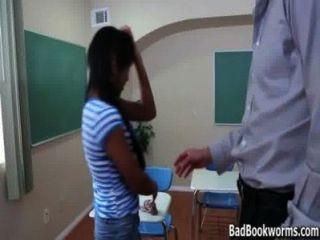 आबनूस छात्रा ग्रेड में एक चोटी चुपके पकड़ा - badbookworms.com
