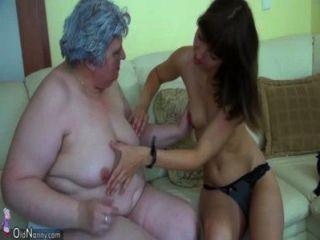 एक सुंदर लड़की के साथ मोटी दादी