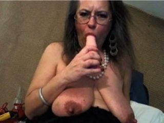 बड़ा clit और बड़ी saggy स्तन के साथ परिपक्व
