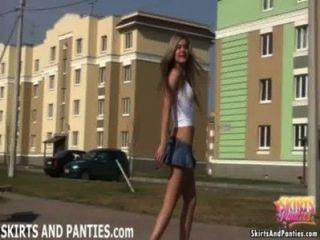 फ्लोरिडा उसके घर के बाहर उसकी पैंटी पर चमकती