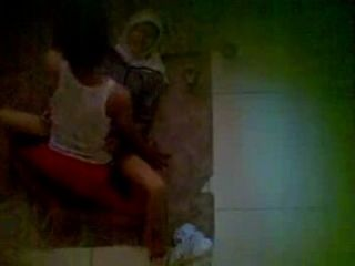 तहलका - पड़ोसी फर्श पर Jilbab यौन संबंध रखने वाले पहने