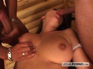 बड़े स्तन के साथ सेक्सी लड़की दो विशाल लंड से एक चेहरे सह शॉट लेता HC-2/3