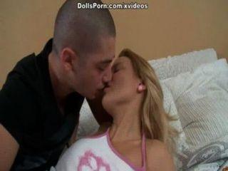 डीप गले और गर्म गुदा सेक्स दृश्य 1