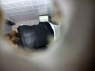 स्कूल 1 पर शौचालय जासूस वाला कैमरा