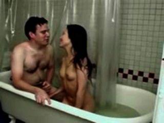 बाथरूम में छोटे स्तन के साथ कमबख्त एक छोटा एशियाई महिला