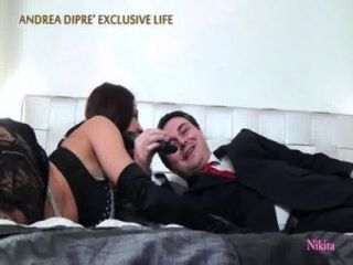 निकिता एंड्रिया डीआईपीआर के साथ बिस्तर में नग्न