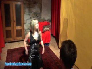 संचिका आकर्षक गर्म Lapdance शो करता है