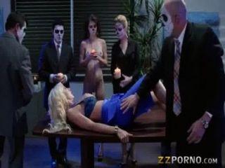 संचिका कोर्टनी टेलर dped और चेहरे पर गंदा सह प्राप्त