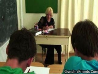 दो स्टड बकवास पुराने स्कूल के शिक्षक