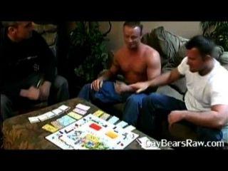गांठदार समलैंगिक भालू की पार्टी