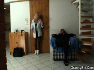 काला मोजा में वह शिकंजा गोरा दादी