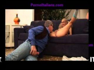 Giovane Biondina succhia cazzo ग्रोसो maturo - orgasmi italiani