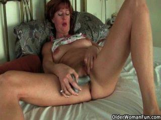 ब्रिटिश और परिपक्व उंगलियों और dildo के साथ एकल सेक्स कर माताएं