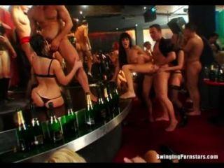 यौन क्लब slags जनता में लंड खाने