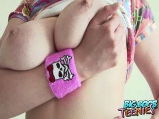 के रूप में वह अपने Lolly बेकार एमेच्योर ब्रिटिश किशोर उसके बड़े स्तन से पता चलता है