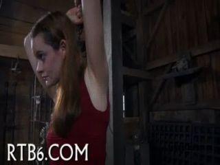 महिला बेहोश बेंत से भरना प्राप्त करता है