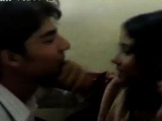 सुंदर भारतीय कॉलेज की लड़की को चूमा कॉल nowmr.suraj शाह, 08082743374