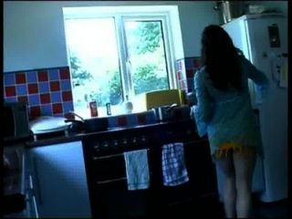 रसोई Pissing महिला 2