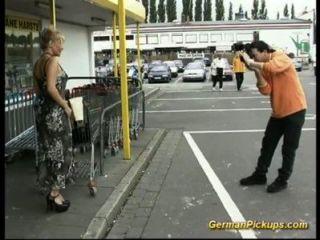 असहाय महिला की दुकान पर उठाया है