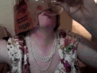 पिक्सी महिला के Cumpilation: पिक्सी औरत, गिलास से सह पीता भोजन आदि पर सह खाती है