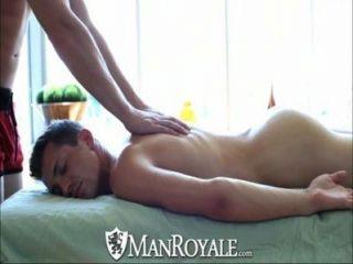 manroyale कामुक मालिश गर्म सेक्स में बदल जाता है