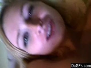 उसे Webcam उसके बेडरूम में साथ युवा गोरा चिढ़ा।