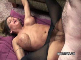परिपक्व फूहड़ Leeanna दिल उसके योनी में कुछ डिक लेता है