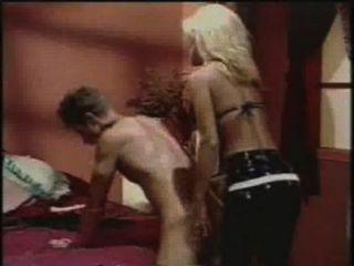 गुदा पुरुष - एक dildo के साथ एक आदमी जिल केली स्ट्रैपआन-fucks