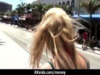 शौकिया लड़की एक बकवास 21 के लिए पैसे लेता है