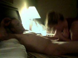 सेक्सी युगल पहली वेब कैमरा वीडियो बनाता है
