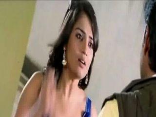 नीले रंग की पोशाक में कन्नड़ अभिनेत्री Nikitha गर्म दरार
