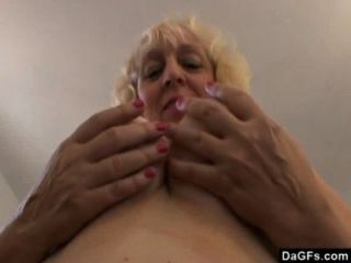 बीबीडब्ल्यू एमआईएलए बदसूरत बिल्कुल उसके मुंह में एक डिक चाहता है