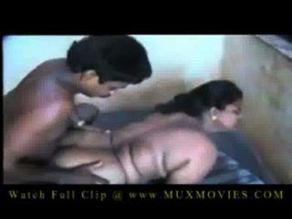 भारतीय बड़े स्तन चाची एक युवा लड़के द्वारा गड़बड़