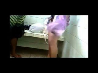 chicos peruanos desnudos एन लास duchas 03