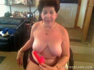 नानी कैम पर उसे बिल्ली और गधा dildoing