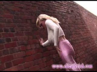 त्वचा तंग गुलाबी लेगिंग, डिजाइनर गुलाबी ऊँची एड़ी, बर्मिंघम में बाहर