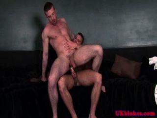 ब्रिटिश समलैंगिक बैटी लड़कों चूतड़ shagging
