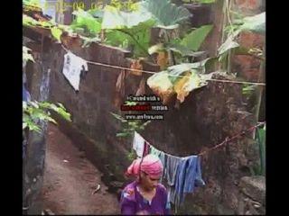कपड़े धोने महिलाओं kerala
