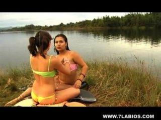 झील में समलैंगिक Latinas