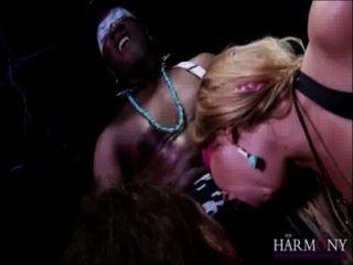 Lexi लोव और सामन्था बेंटले एक राक्षस काला मुर्गा से एक चेहरे ले लो