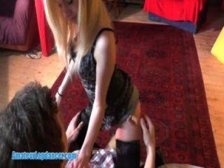 Blondie एक मनमोहक lapdancer है