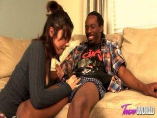 तातियाना एक महान बीजे देता है