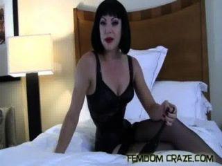 अपना पूरा समय सेक्स गुलाम बनने