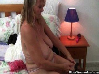 ब्रिटिश grannies स्टॉकिंग्स और pantyhose में एकल सेक्स से प्यार है