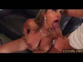 भारी स्तन होली Halston कट्टर milf