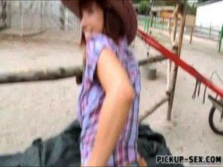 प्यारा cowgirl टीना गर्म उसे स्तन चमक और पैसे के लिए टक्कर लगी है