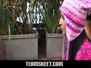 गुलाबी कंडोम के साथ सेक्सी गोरा