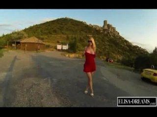 एक turistic जगह में नग्न चमकती