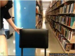 पुस्तकालय सांचा लड़की पकड़ा जाता है