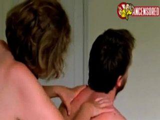 मां 2004 फिल्म में बेटे द्वारा ऐनी रीड बकवास [1]